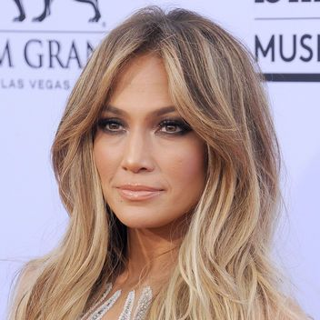 Jennifer Lopez Just Chopped Her Hair Even Shorter Jennifer Lopez Hair Jennifer Lopez Hair Color Hair Styles