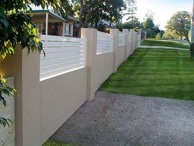 Timber slat and renered wall fence house renovation - Paredes decoradas modernas ...