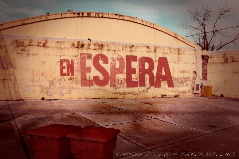 """""""En espera"""", dirigida por Juan Francisco López Bubica, adaptación de tres obras cortas de Julio Chávez. El patio de un hospital es el lugar de encuentro casual de tres personajes que están a la espera. Allí revelan sus emociones contenidas. Jueves 21 hs. en El Estepario Teatro."""