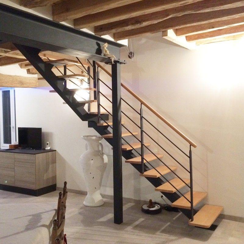 Escalier A Poutre Centrale Metal Et Marches En Bois Modele