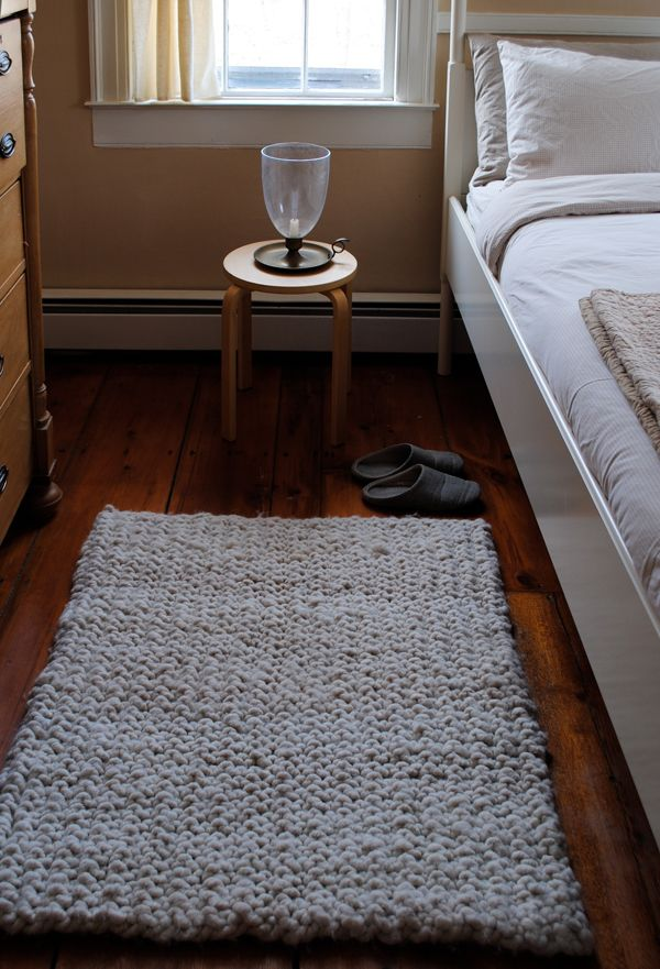 Knit Rug Pattern Free : Knitted Rug on Pinterest Crochet Carpet, Doily Rug and Crochet Rug Patterns