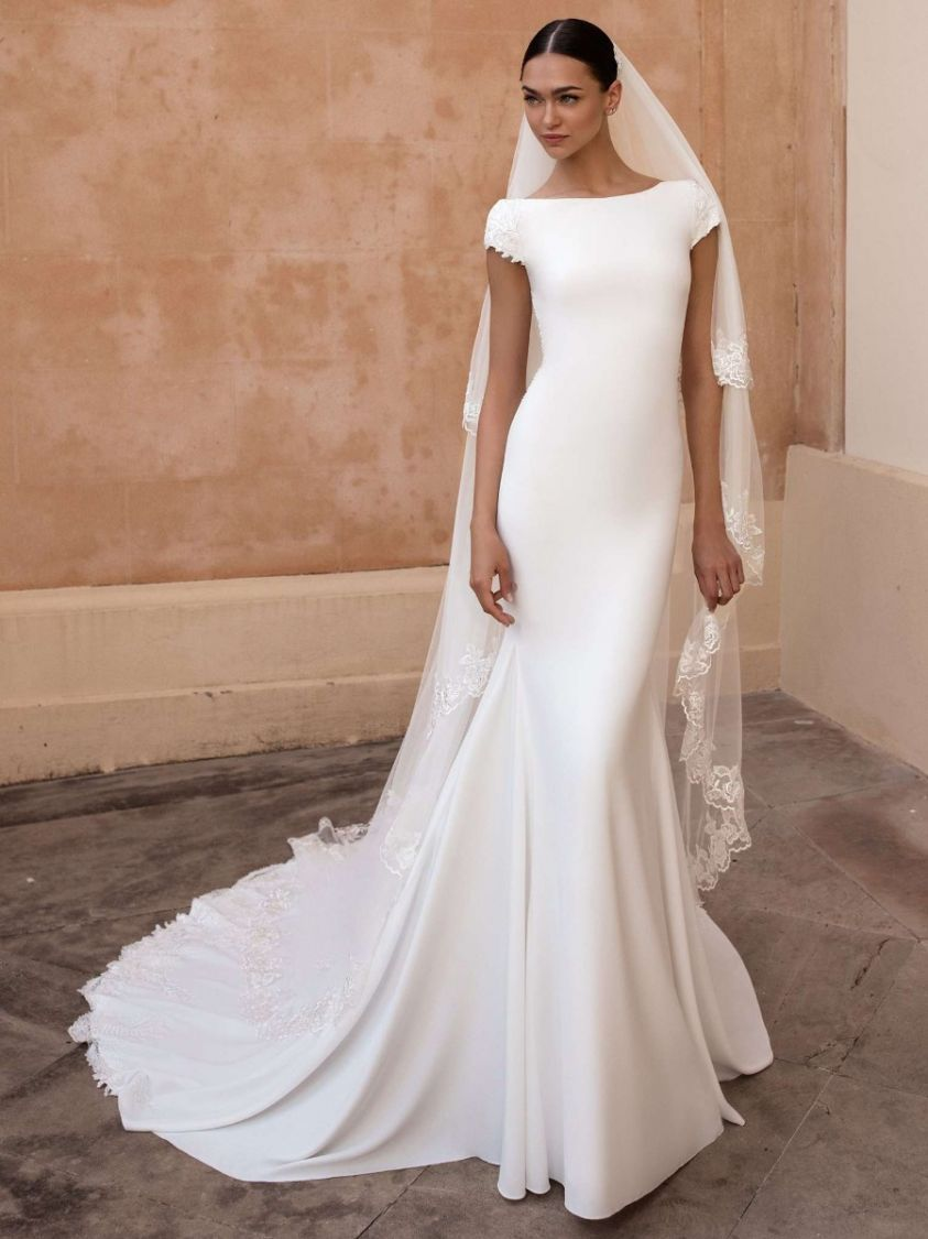 Pronovias Anitra Minimalist Style Crepe Wedding Dress Kl Designer Bridal Room In 2020 Long Train Wedding Dress Celebrity Wedding Gowns Wedding Dresses