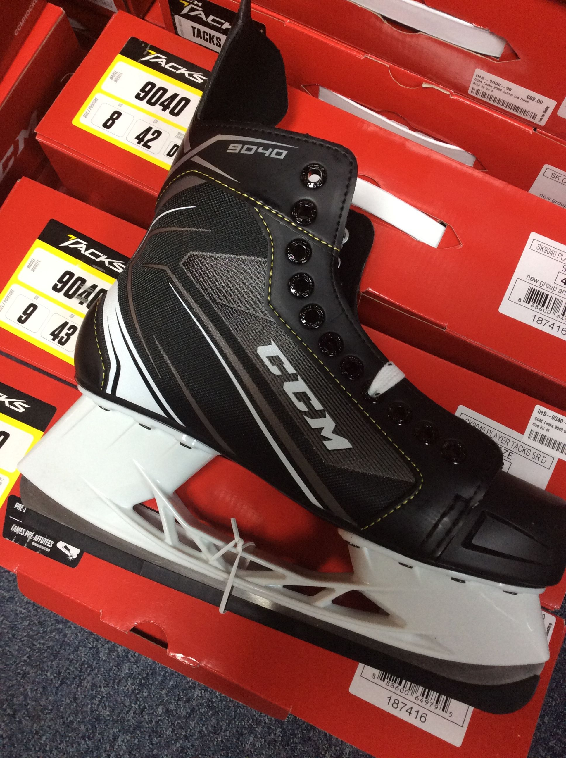 603182366e2 CCM hockey skates