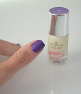 While nail polish is drying: Matirana vijolična /Matted Violet