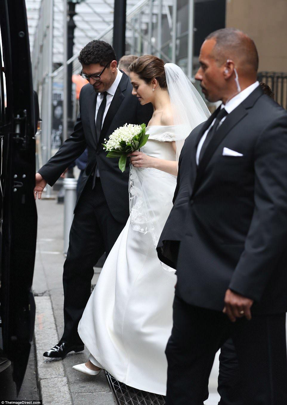 Emmy Rossum Wedding.Emmy Rossum Stuns In Carolina Herrera Gown As She Marries Sam Esmail