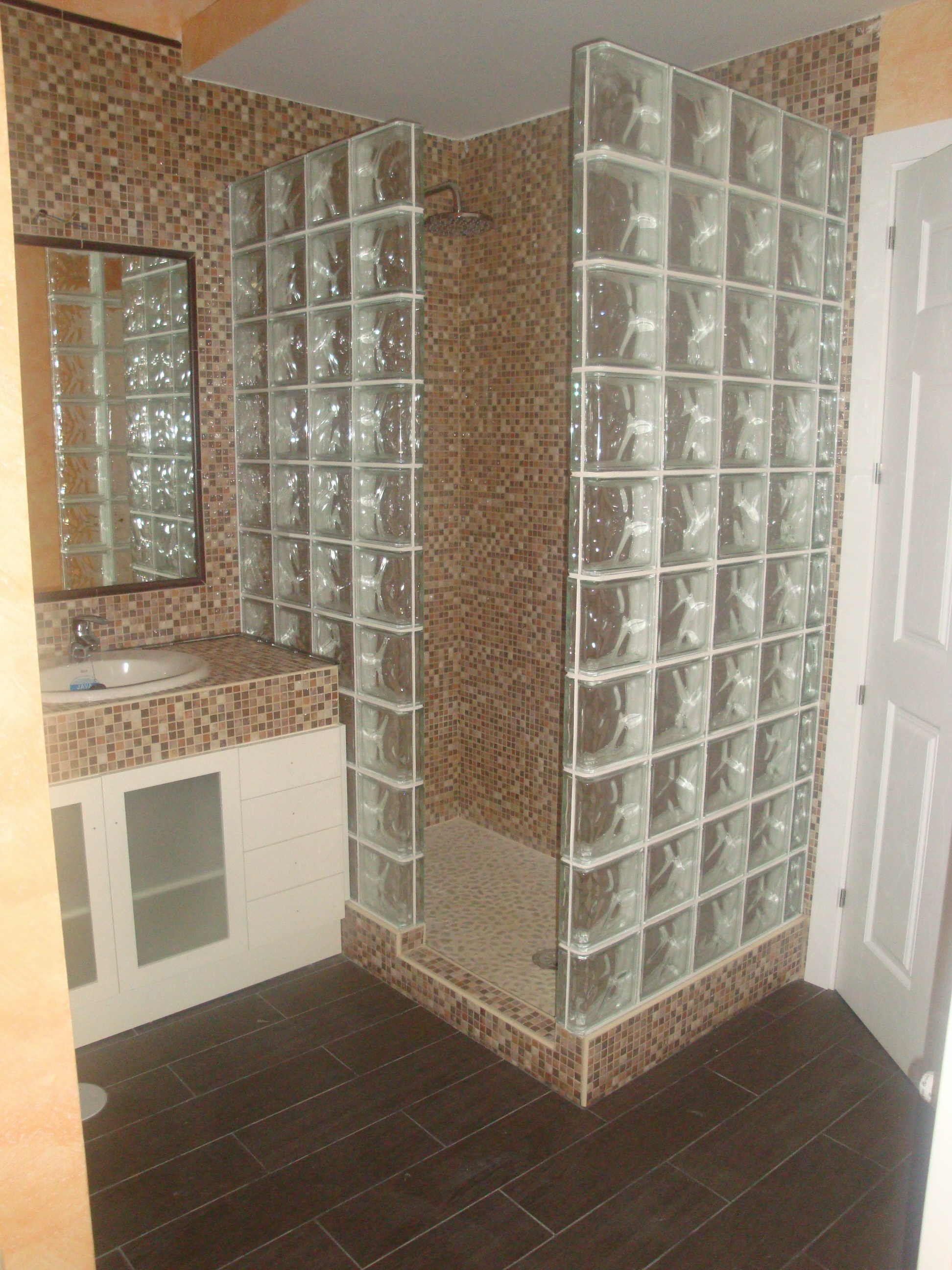 Ba o con tabique de cristal cerca con google apartamento - Bloques de vidrio para bano ...