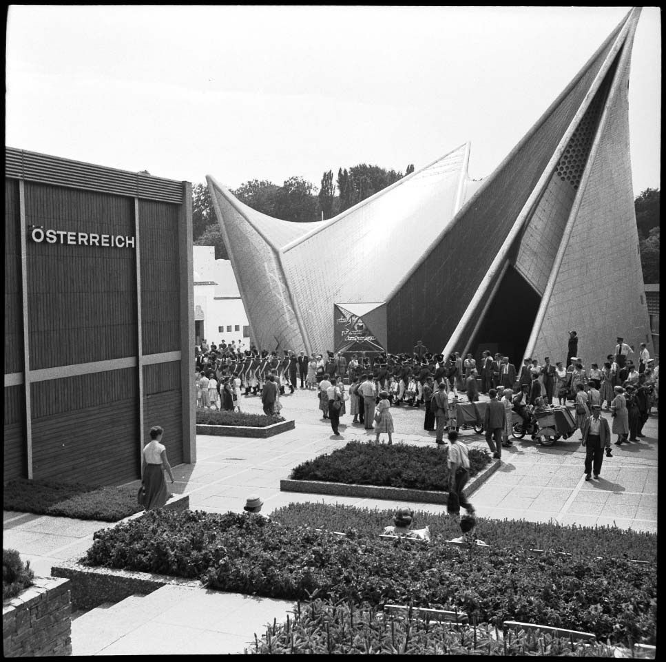 le corbusier philips pavilion brussels 1958 The philips pavilion was a world's fair pavilion designed for expo '58 in brussels by the office of le corbusier commissioned by philips , an electronics company based in the netherlands , the pavilion was designed to house a multimedia spectacle that celebrated postwar technological progress.