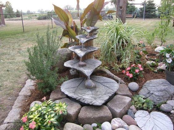 Gartendeko aus Beton selbstgemacht-wasserbrunnen-blatter Garten - gartendekoration selber basteln