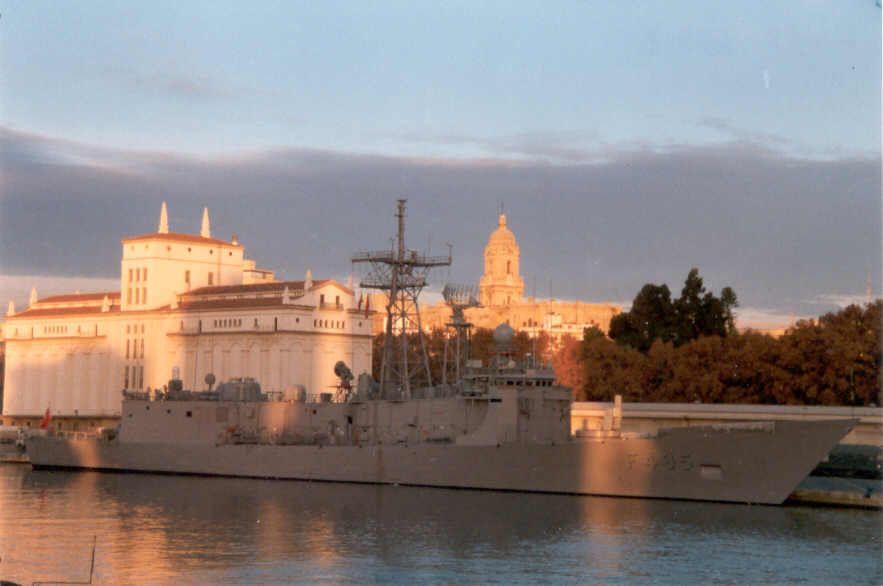 Fotografía de Eugenio Castillo Pert         F-495 Gediz      País: Turquía Turquía  Clase, [Tipo]: O. H. Perry, [FFG].  Constructor: Todd Shipyards, Seattle, EE.UU.