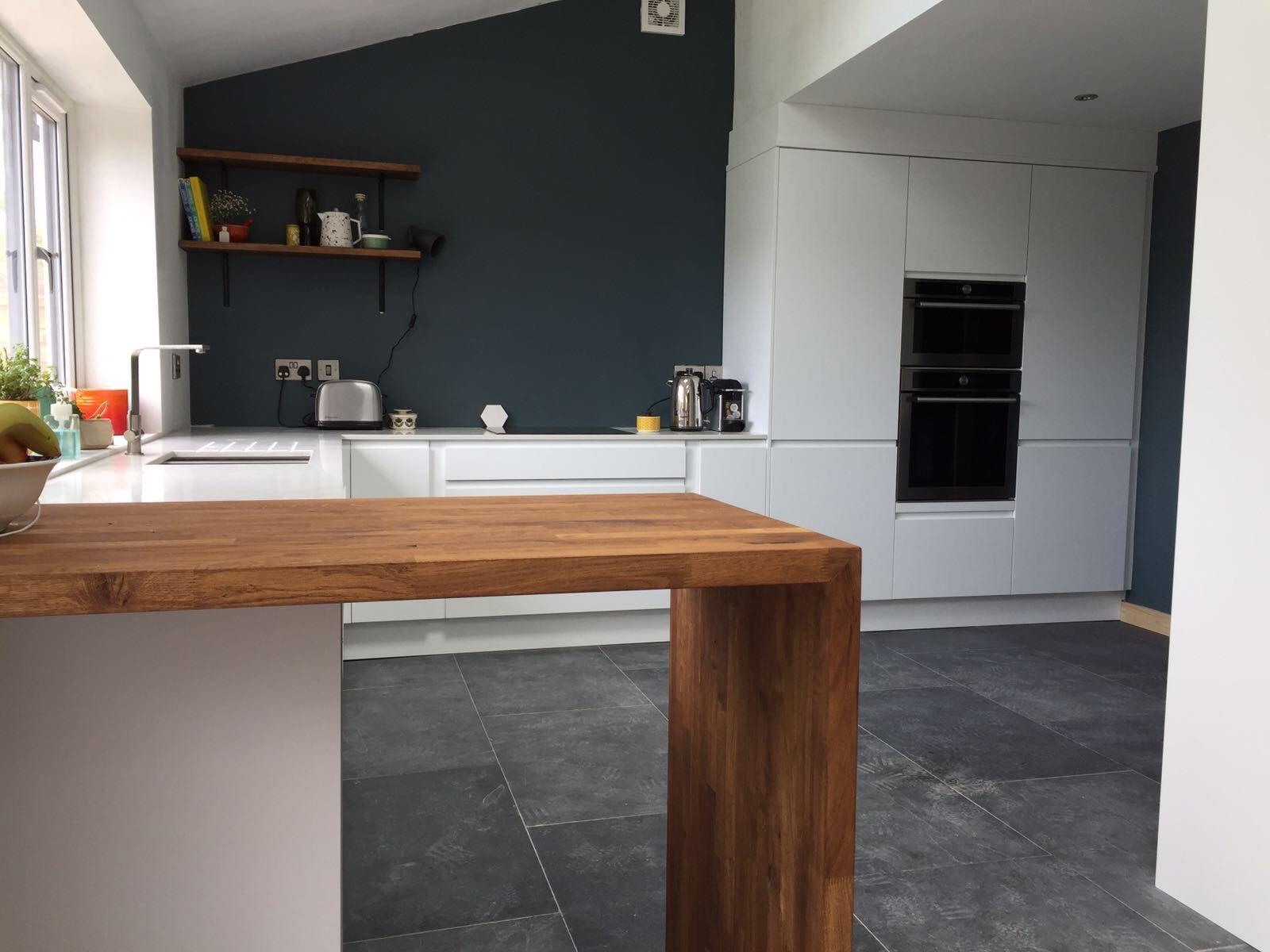 Howdens clerkenwell matte white kitchen units. Inchyra