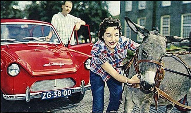 Ondanks een intensieve reclamecampagne waarin jonge dynamische mensen figureerden bleef het tobben met het imago van de DAF personenwagen.