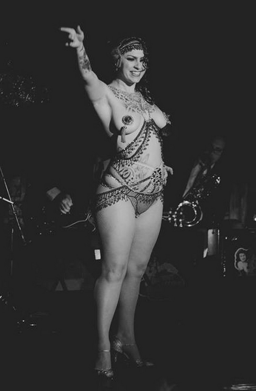 Danielle from american pickers burlesque dancing
