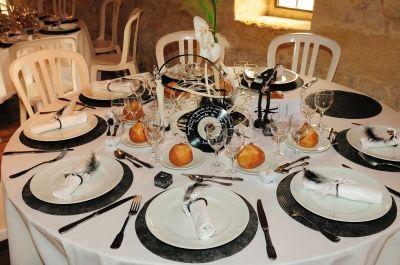 assiettes noires et blanches ma cuisine pinterest assiette noire ma cuisine et assiette. Black Bedroom Furniture Sets. Home Design Ideas