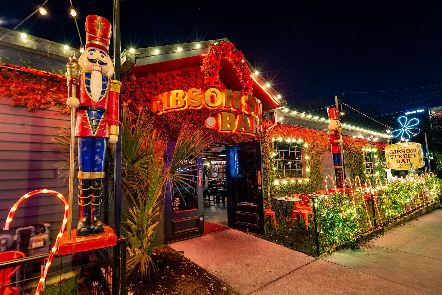 The Complete Guide to Austin Christmas Bars | Pop up bar ...