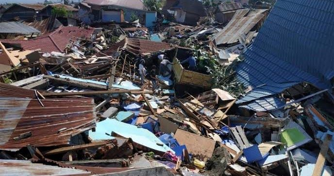 """The number of deaths from the earthquake and indigenous tsunami disaster in Indonesia almost doubled to 832 on Sunday and is expected to increase further by asking authorities to announce mass burials in a desperate attempt to prevent the disease.  As the crumbling survivors wiped out dead for their loved ones and the authorities were struggling to take out the living or appreciate the scale of the disaster beyond the city of Palu there came the bleak warning that the final taxes could reach thousands.  """"Victims will continue to grow"""" said National Disaster Service spokesman Sutopo Purwo Nugroho whose service announced the tax leap from 420 earlier.  """"Today we will begin the mass burial of the victims to prevent the spread of the disease.""""  Rescuers on Sulawesi Island struggled against the clock and lack of equipment to save those who are still trapped in the ruins while up to 60 people are afraid to be under one Palu hotel. The rescuers said they heard voices and that a child was shouting under the ruins.  The desperate survivors now facing a third straight night sleeping outdoors turned to looting for basics such as food water and fuel as the police looked reluctantly or unable to intervene.  May God have mercy on them."""