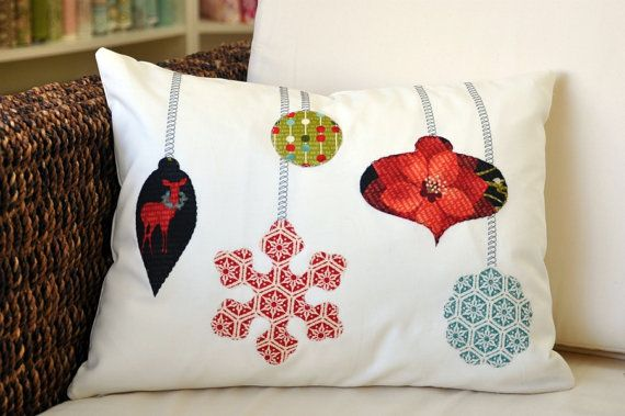 Ornament Pillow :: yep, I could make this!