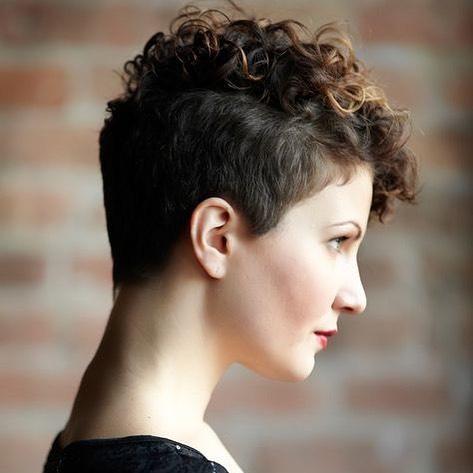 37 Kurzhaar Frisuren Damen 2021 Haarschnitt Fur Lockige Haare Kurze Lockige Haare Frisuren Frisuren Fur Lockiges Haar