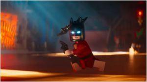 'Batman: La lego película': El Caballero Oscuro, melancólico en una lujosa 'Batcueva' durante el nuevo tráiler