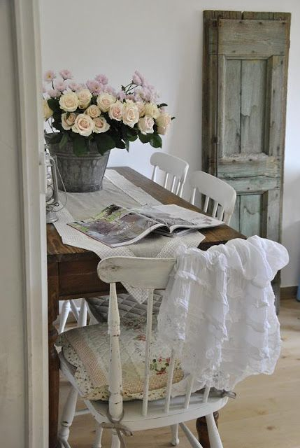 Shabby SoulMy Living Room - Sneak Peek and a Question country - shabby chic küchen