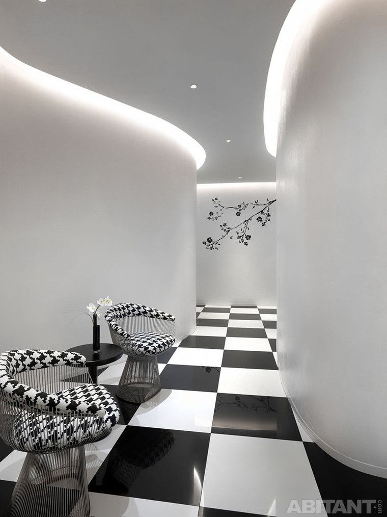 Черно-белый холл с дизайнерскими креслами интерьеры Pinterest - hotelzimmer design mit indirekter beleuchtung bilder