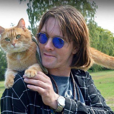 Heute Waren Wir In Manchester Und Haben Auf Der Family Pet Show Bucher Signiert High Five Und Schones Wochenende Bob Der Street Cat Bob A Cat Named Bob Cats