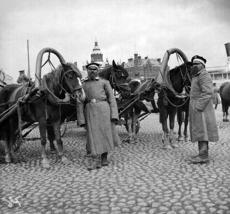 Helsingin venäläiset varuskuntarakennukset 1917 ja suomalainen varuskunta 1918 – Svinhuvfud