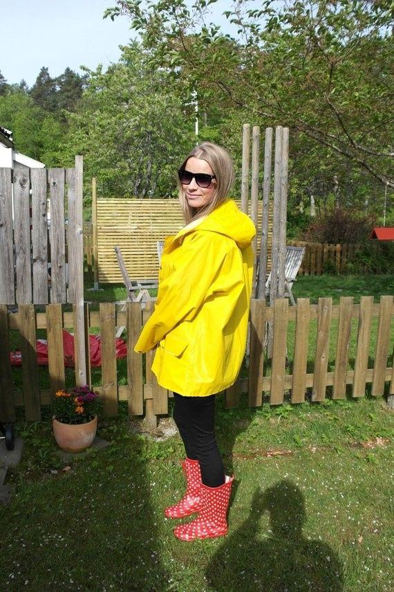 cir helly hansen yellow raincoat in 2018 pinterest regenjacke gummistiefel und regenmantel. Black Bedroom Furniture Sets. Home Design Ideas