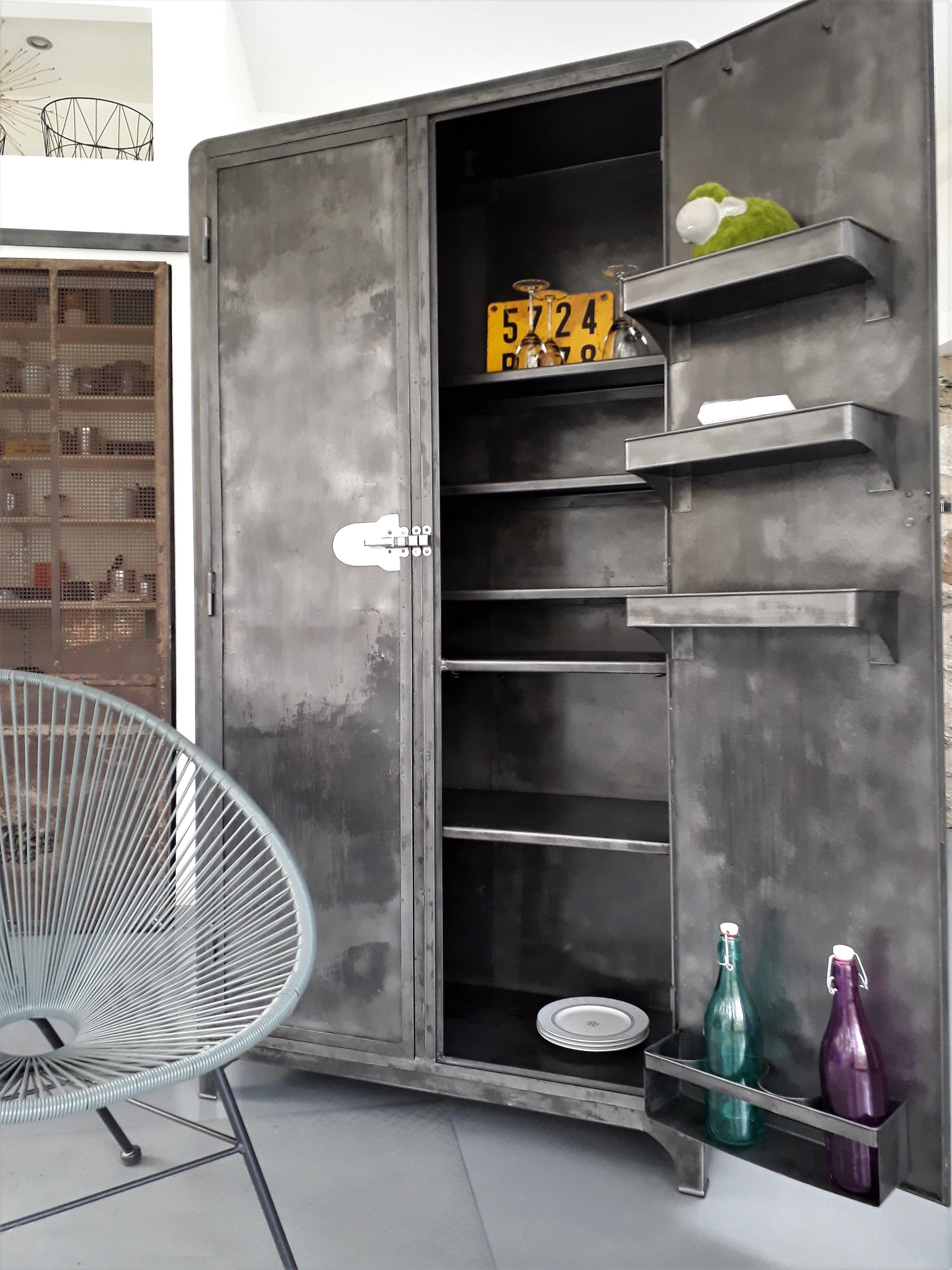 meuble industriel armoire m tal vintage vous propose cette ancienne armoire. Black Bedroom Furniture Sets. Home Design Ideas