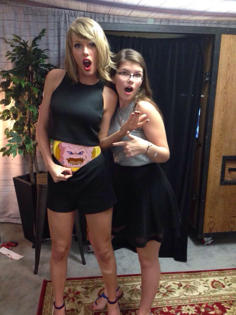 6 Conspiracy Theories About Taylor Swift's Elusive Belly Button