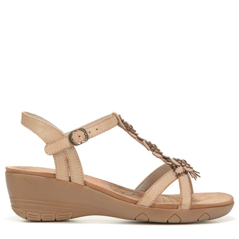1e5b85e72bd7 Bare Traps Women s Hammond Wedge Sandals (Tan)