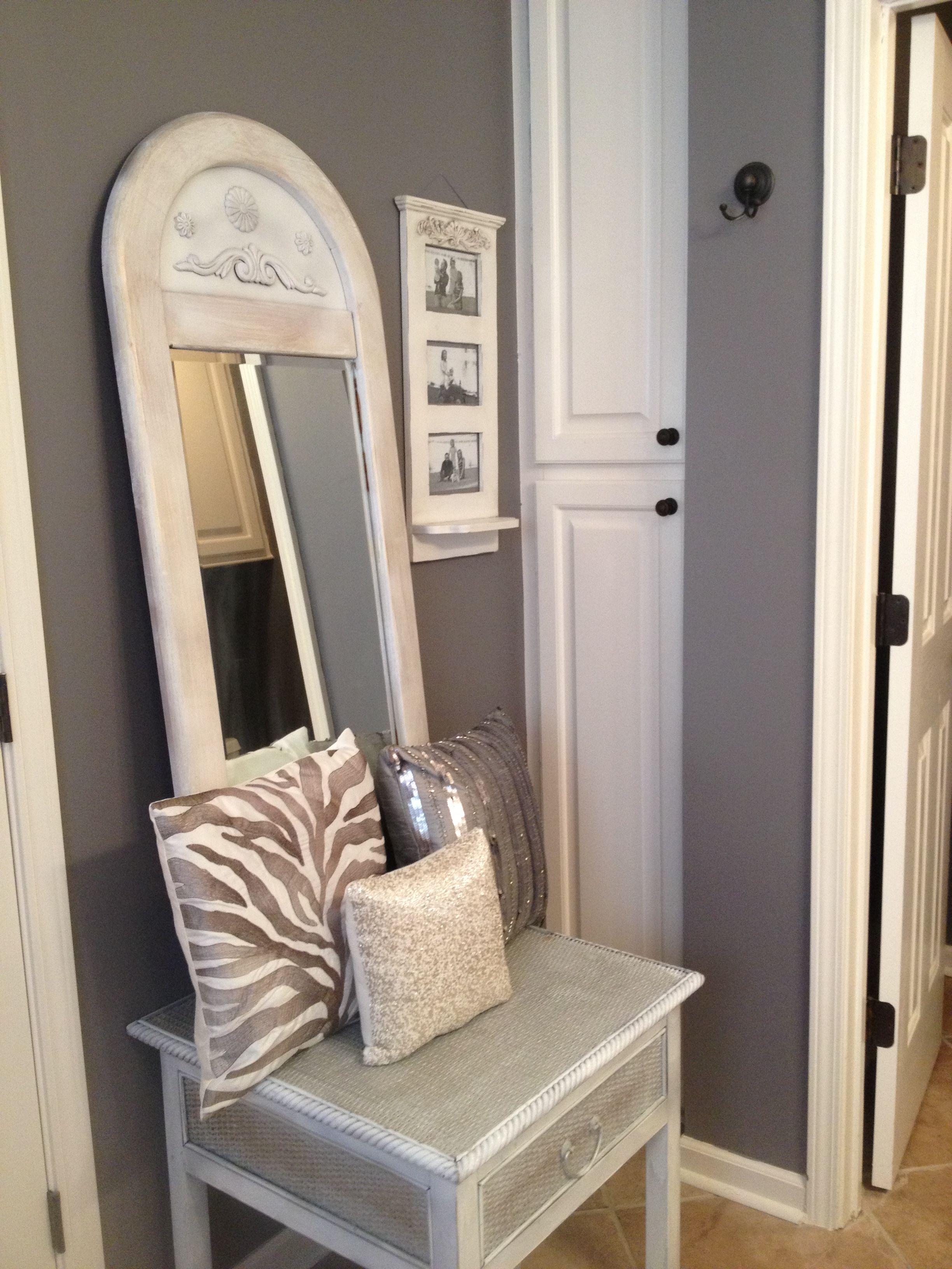 Grey Decor Bathroom: Silver, White And Gray Bathroom Decor