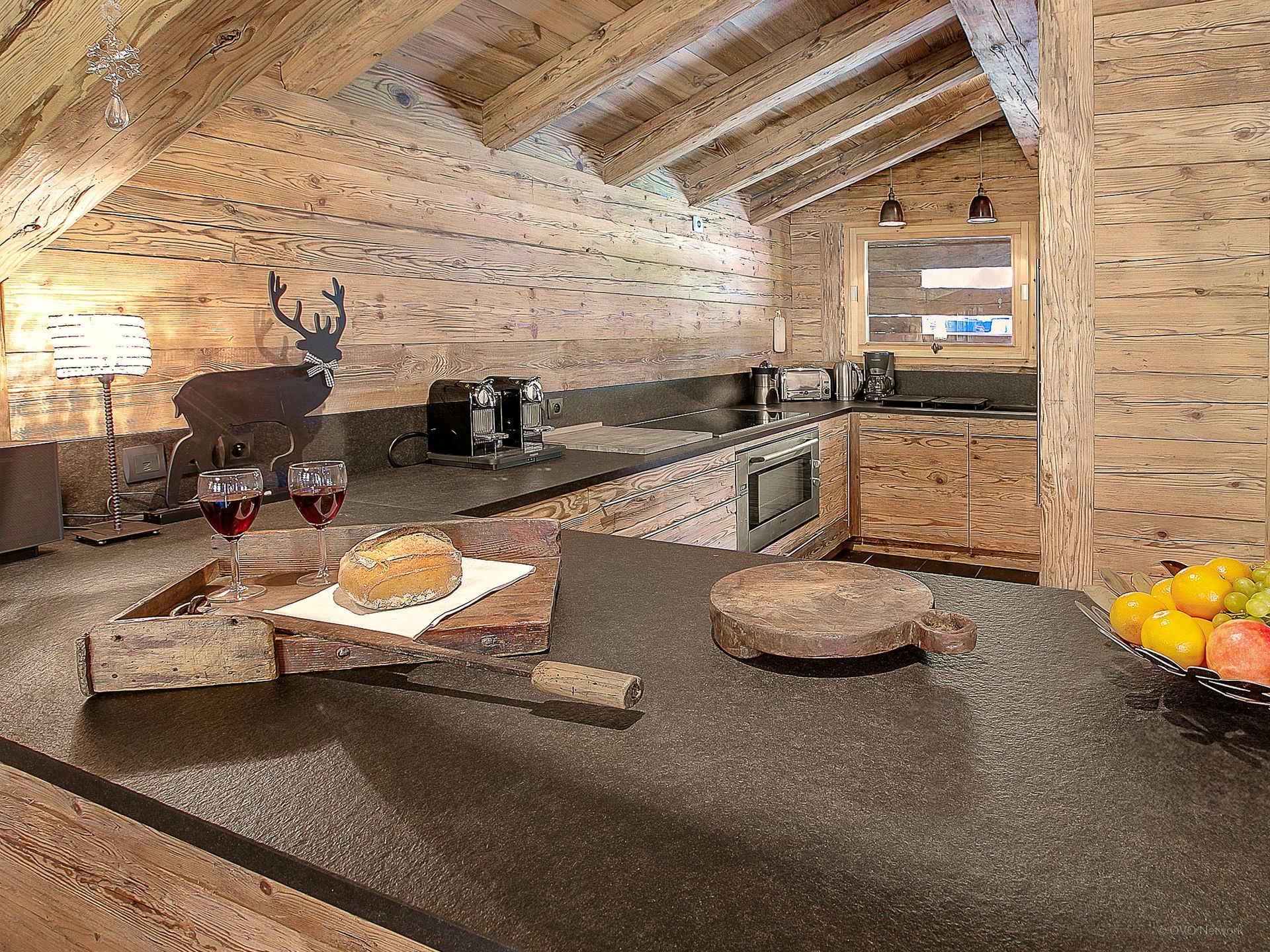 la clusaz superbe ferme am nag e 12 personnes cinq chambres quatre salles de bains hammam. Black Bedroom Furniture Sets. Home Design Ideas