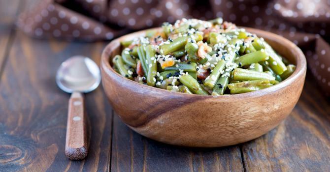 Recette de Salade chaude de haricots verts aux crevettes et au sésame Croq'Kilos. Facile et rapide à réaliser, goûteuse et diététique.