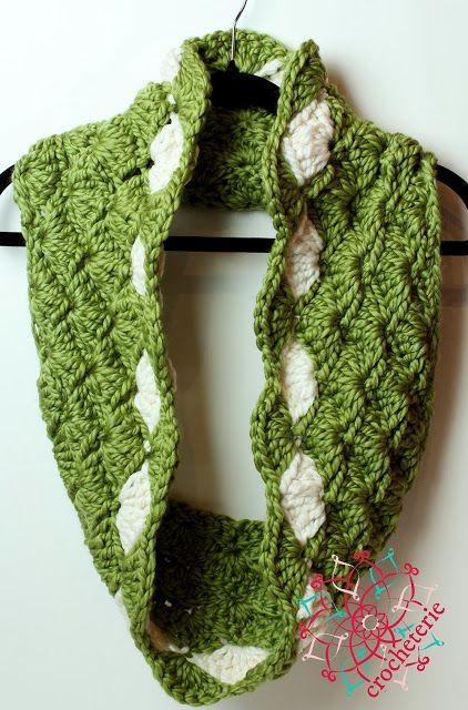 Free Crochet Pattern Seashells Eternity Scarf   TEJIDOS   Pinterest ...