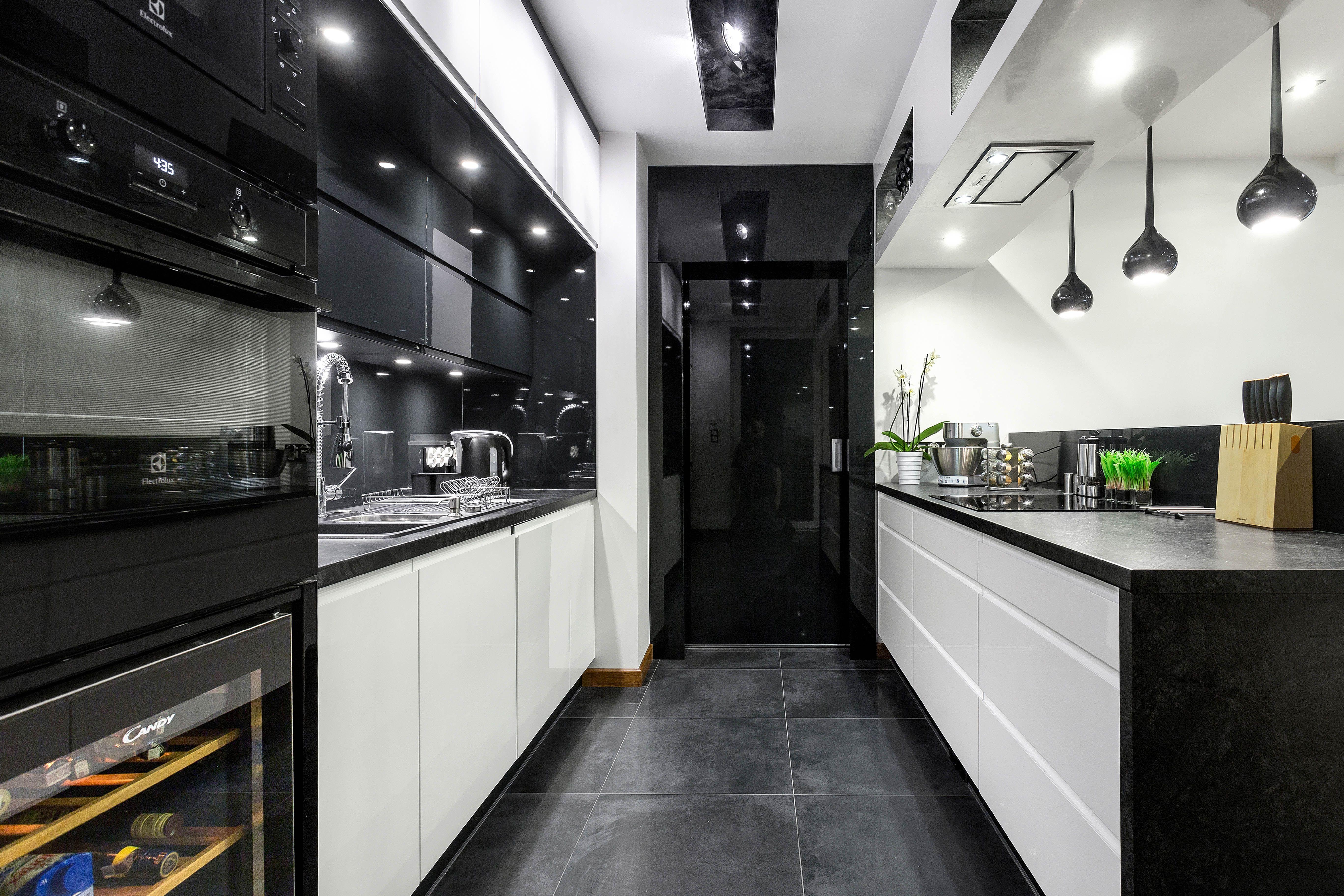 Kuchnia W Bieli I Czerni Pozwala Na Wieksza Swobode W Doborze Dodatkow Sam Zdecyduj Jakich Kuchnia Meble Studio Kuchnianazamo Kitchen Design Kitchen Home