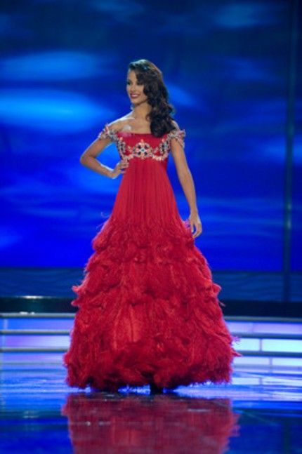 Miss Universe 2009 Stefania Fernandez of Venezuela wore a vintage ...