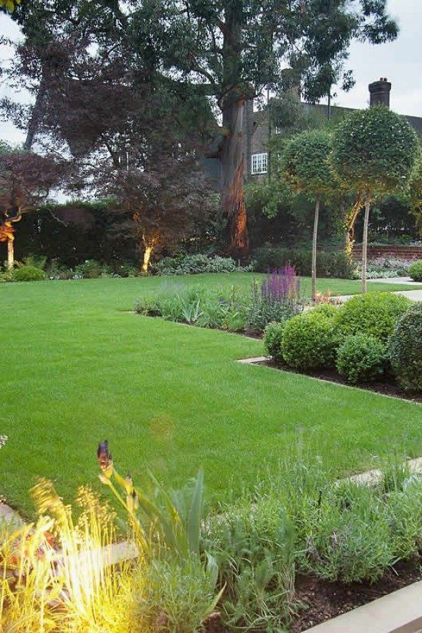 Photo of The garden can be divided into two equal areas by the garden path. Some find thi…