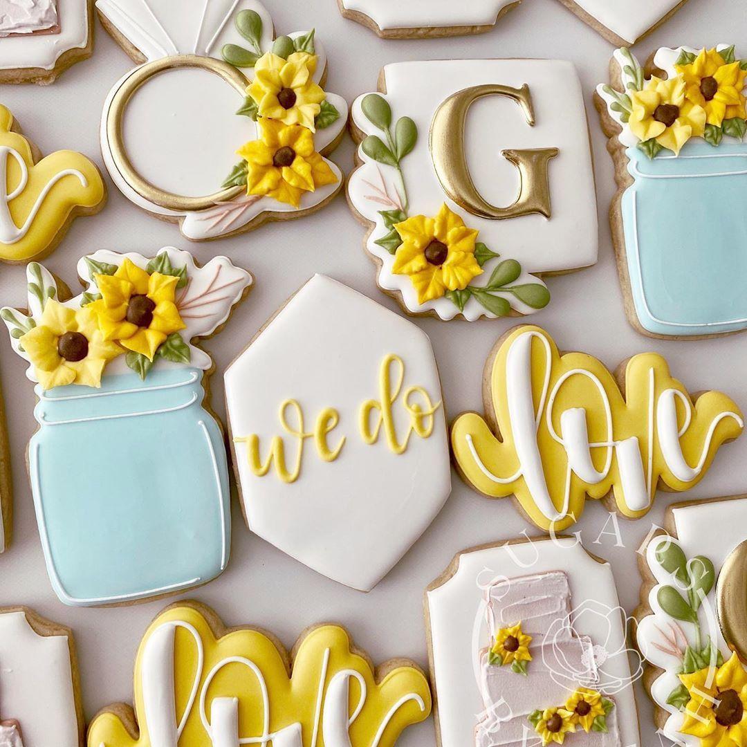 Leah Malvarose On Instagram Decoratedcookies Customcookies Cookiesofinstagram Sugarsbyleah In 2021 Sunflower Cookies Cookie Decorating Wedding Cookies