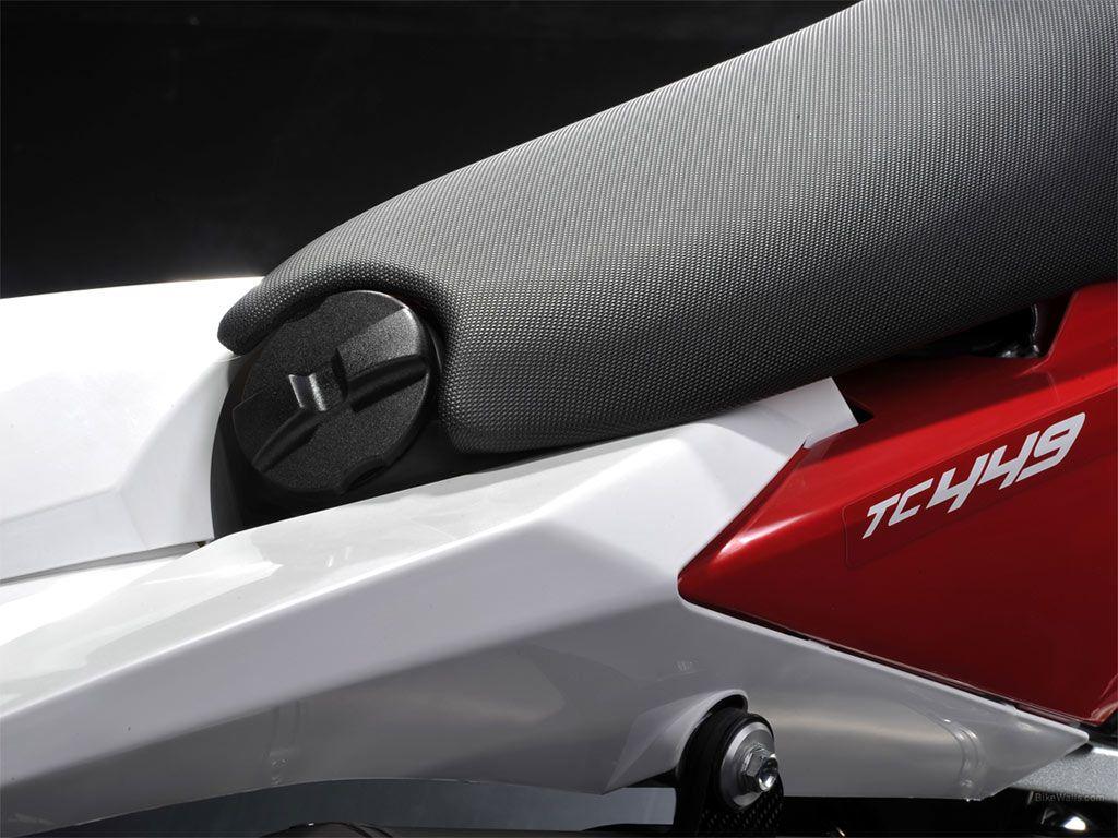 innovative gas cap/tank on TC 449
