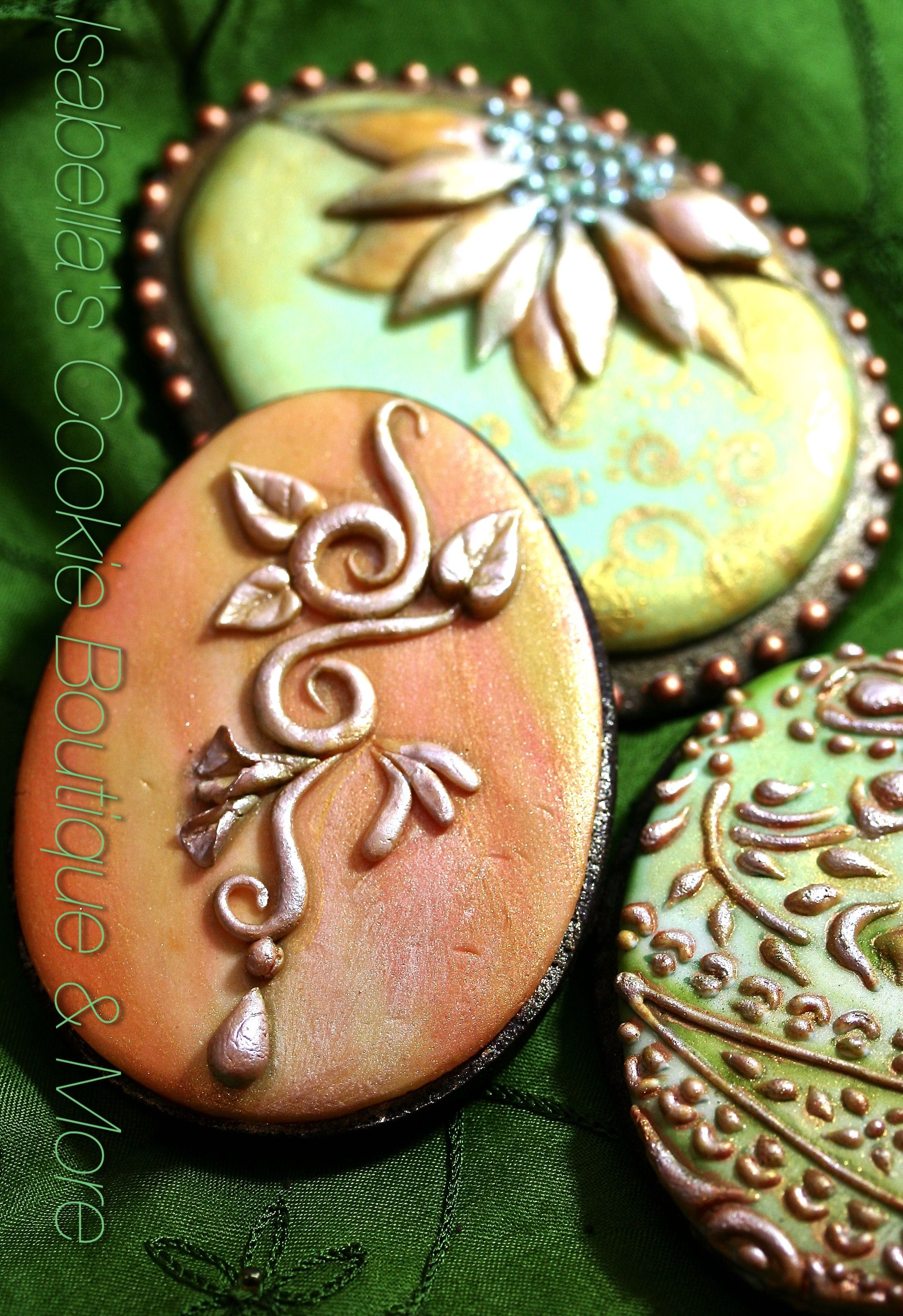 Making mother's day cookies look like jewelry.....