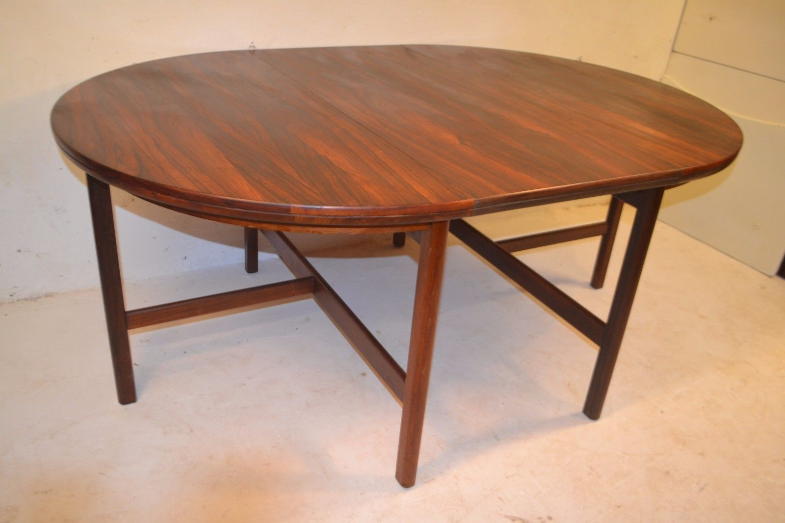 Stunning Vintage Robert Heritage Rosewood Extending Dining Table