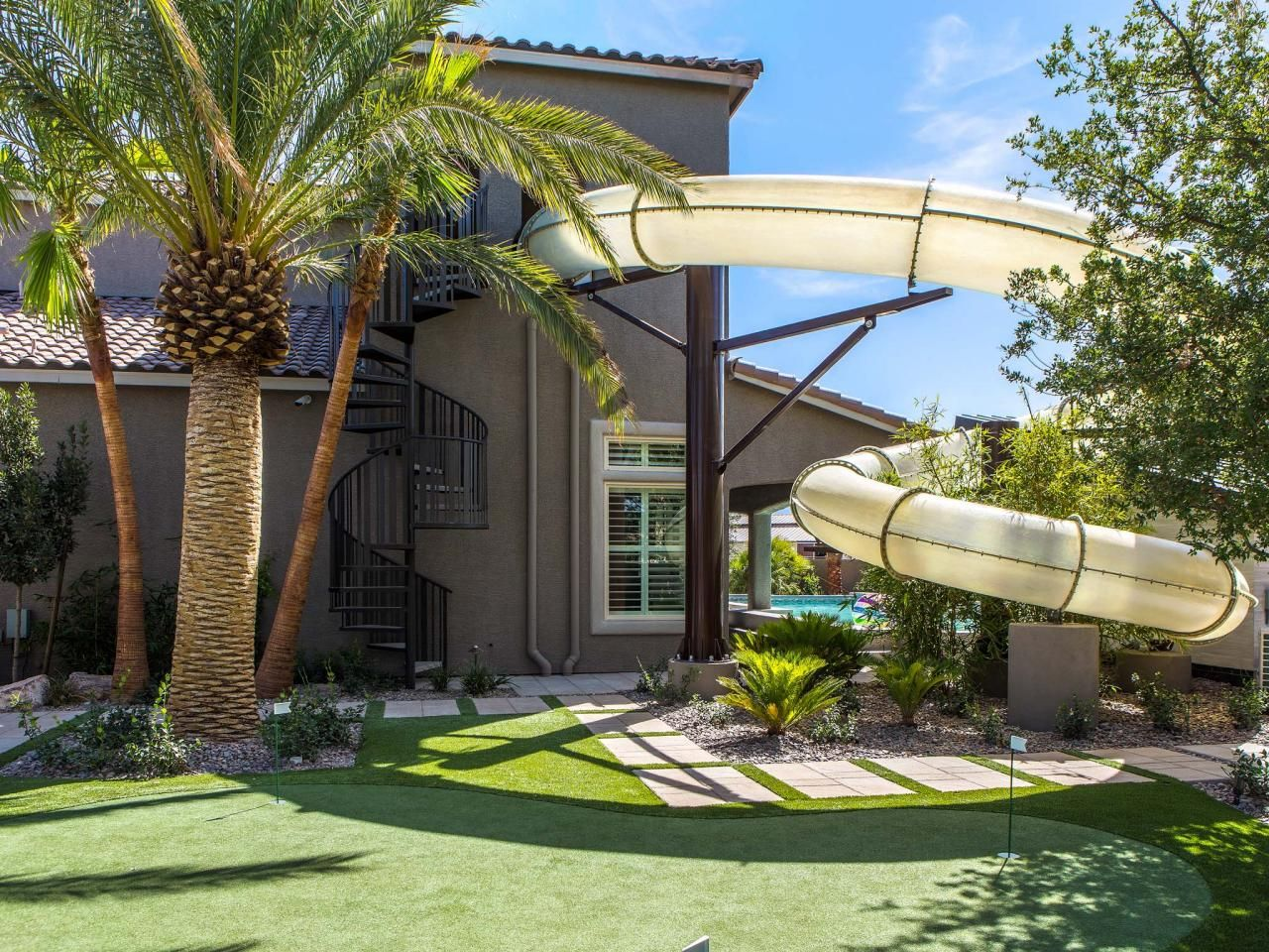12 Crazy Outdoor Extras At The Property Brothers Las Vegas Home Hgtv