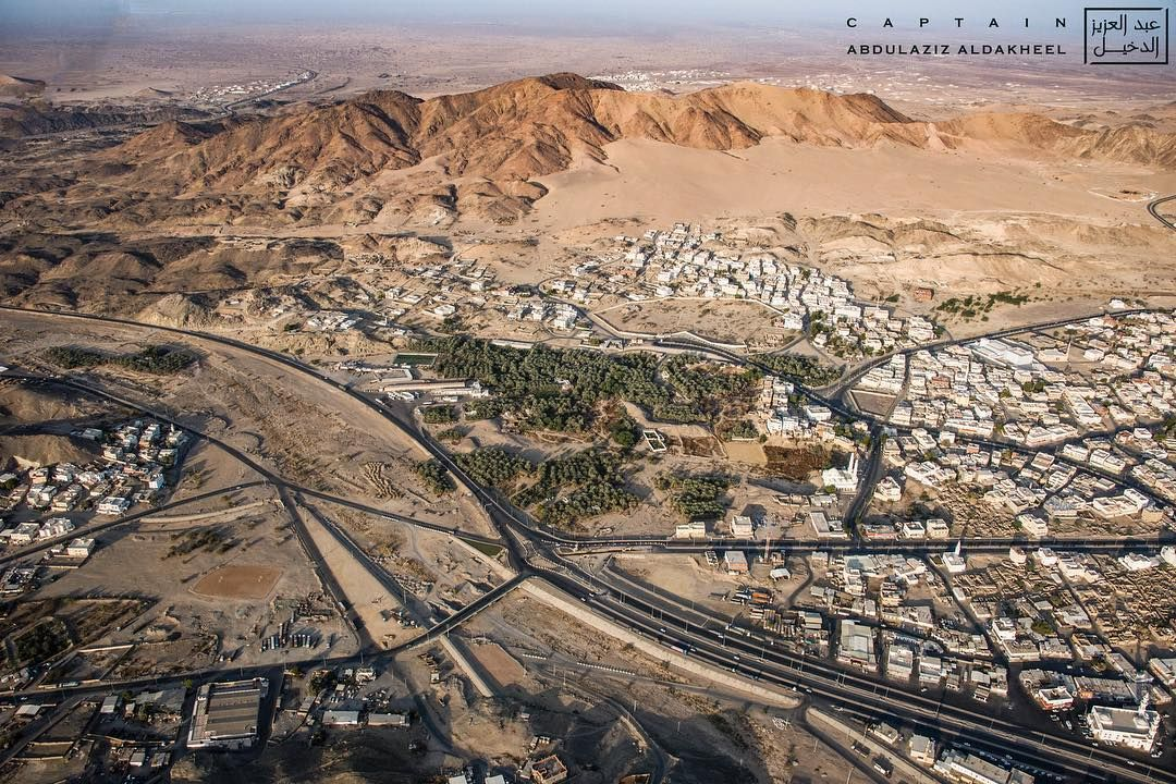 Abdulaziz Aldakheel Shared A Photo On Instagram الصورة السادسة لسلسلة توثيق أول معركة في الإسلام موقع غزوة بدر الكبرى في منط Natural Landmarks City Aerial