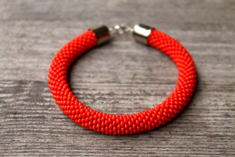 red. crochet bead bracelet. handmade. Leniccka
