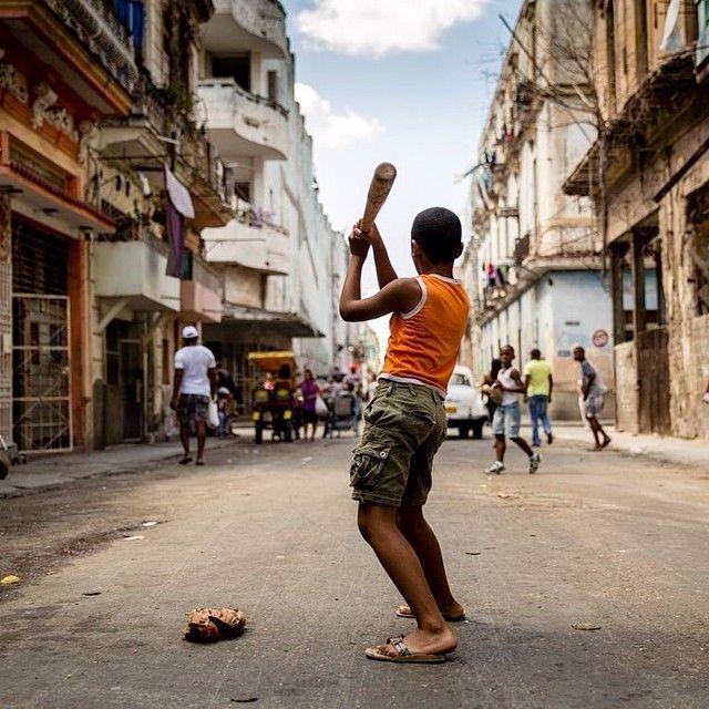Estos niños cubanos están jugando al béisbol. | Viajes, La habana ...