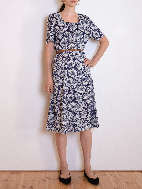 70 S Floral Dress Midi Dress Navy Blue And White Flowers Print Tea Dress Large Xl Plus Size Retro Vintage Dress Vintage Midi Dresses Vintage Dresses Dresses [ 3000 x 2260 Pixel ]