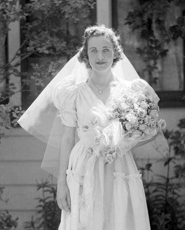 1940s Wedding Dresses: Gowns, Trends & Pictures | 1940\'s | Pinterest