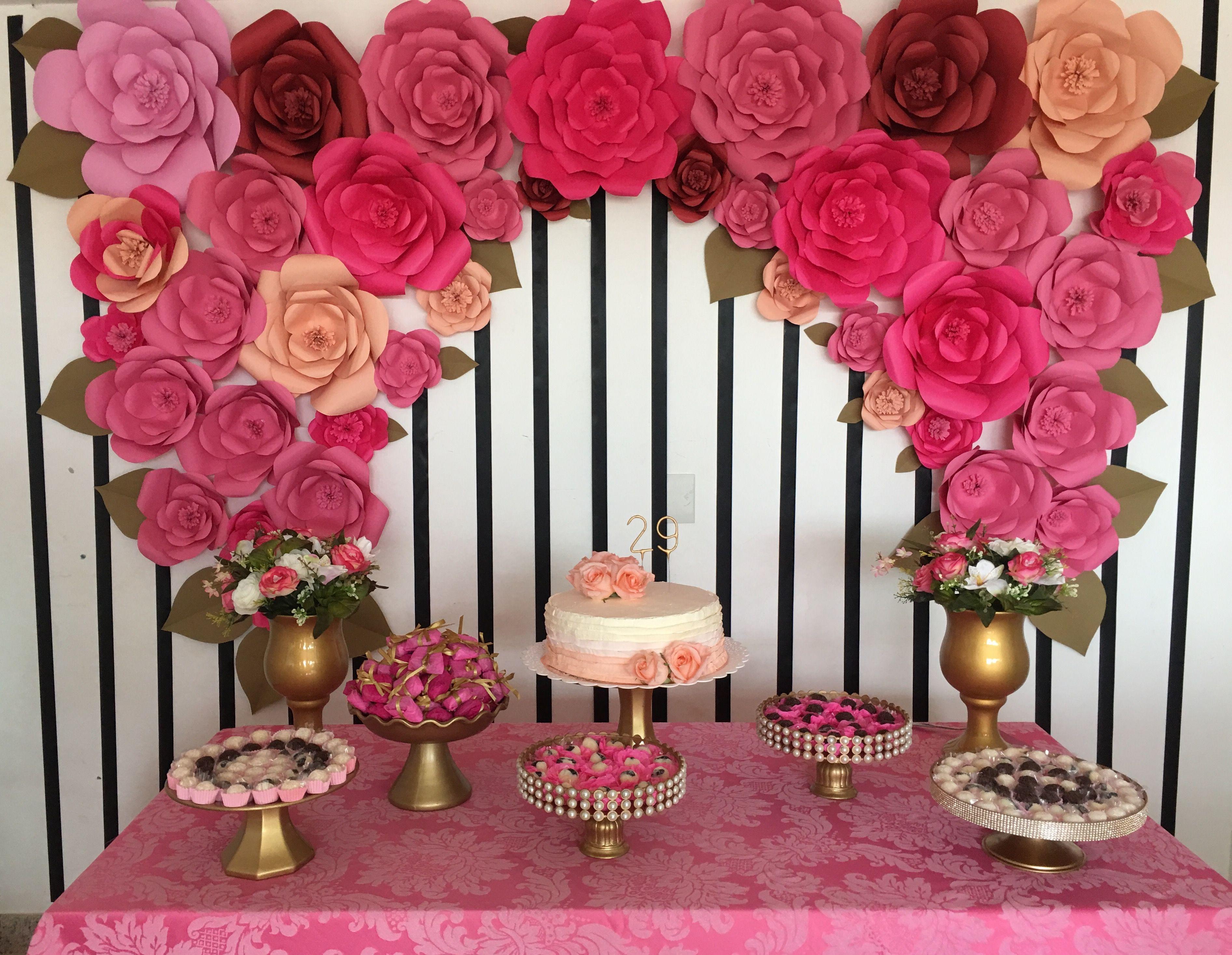 Decoraç u00e3o festa de aniversário 29 anos flores de papel gigantes Decoraç u00e3o festa 29 anos  -> Decoração De Flores De Papel Para Aniversario