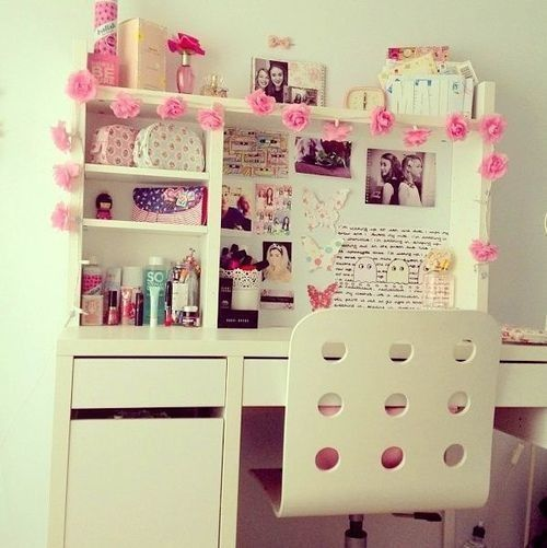 Girly desk girly things pinterest so cute chang 39 e 3 - Things to decorate your room ...