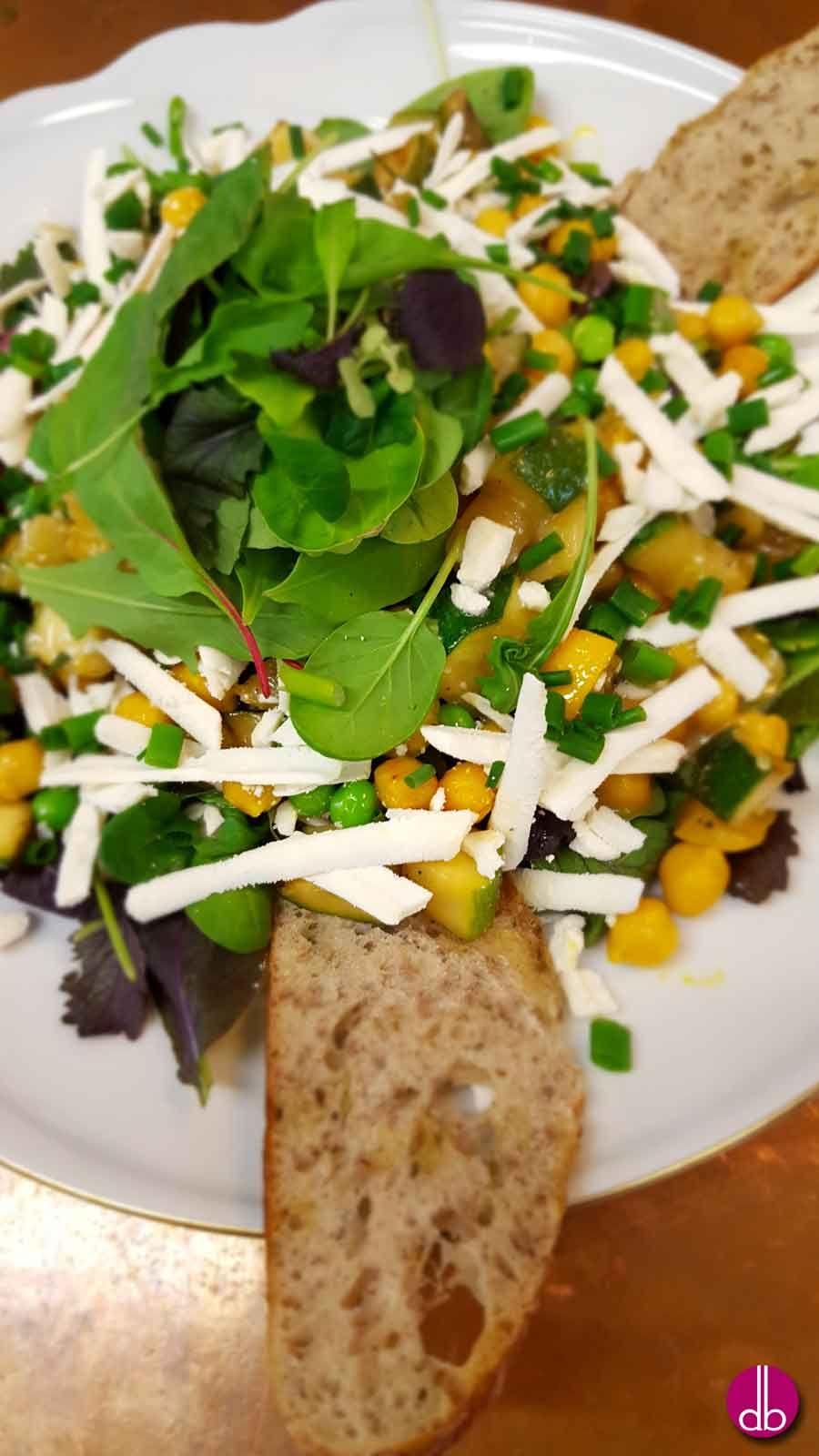 Zucchini-Erbsen-Salat mit Ricotta Salata & Zitronendressing | Rezept ...